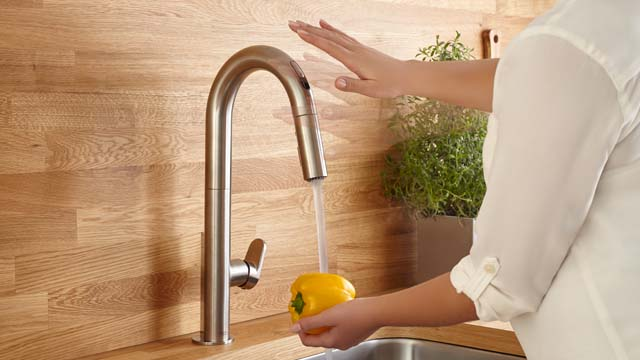 This is how the touchless kitchen faucet works